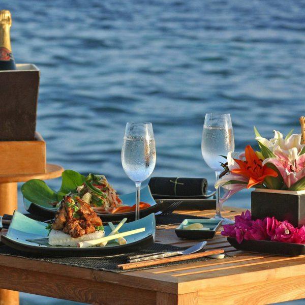cena-romantica-a-due-in-barca-favignana-levanzo-sicilia